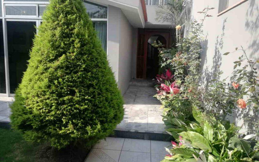 Amplia casa bien conservada en San Borja